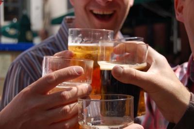 Friends drinking beer, Image: Nicholas Tarling / FreeDigitalPhotos.net